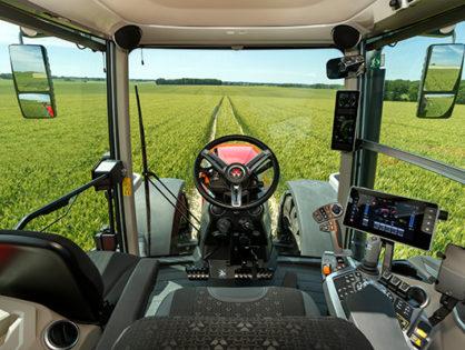 La machine agricole fait le dos rond